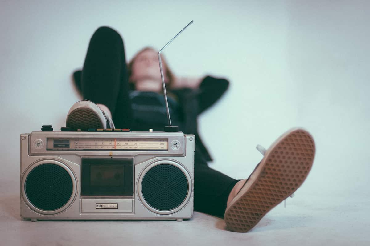 テレビやラジオは会話の先生