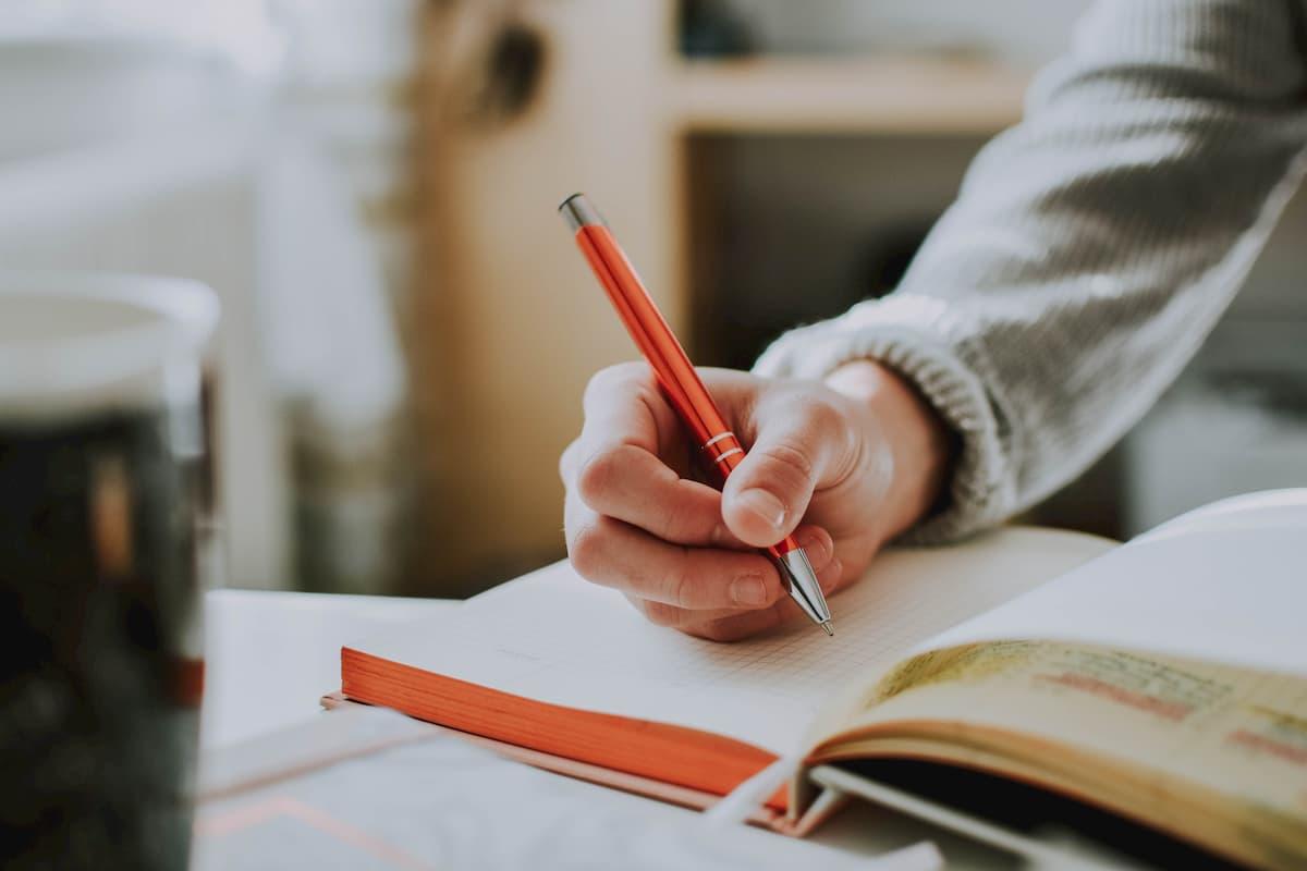 <h3>手帳やノートをつくる</h3>