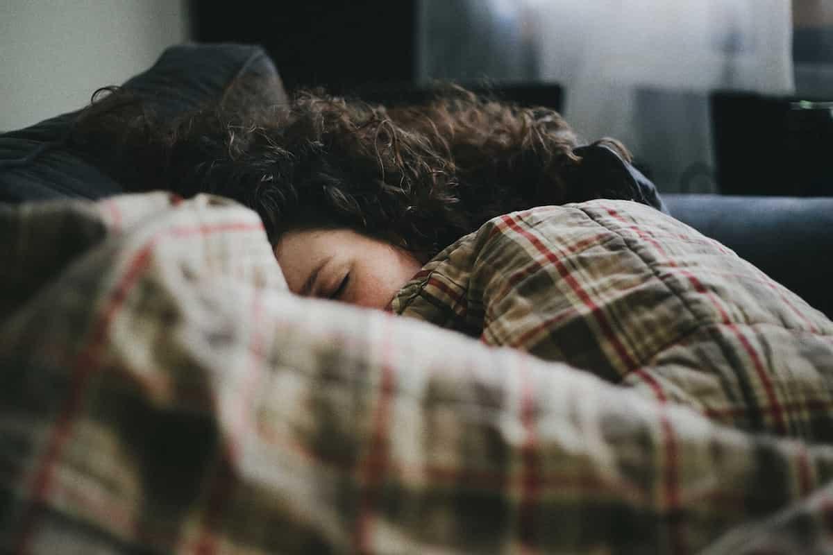 十分な睡眠をとる