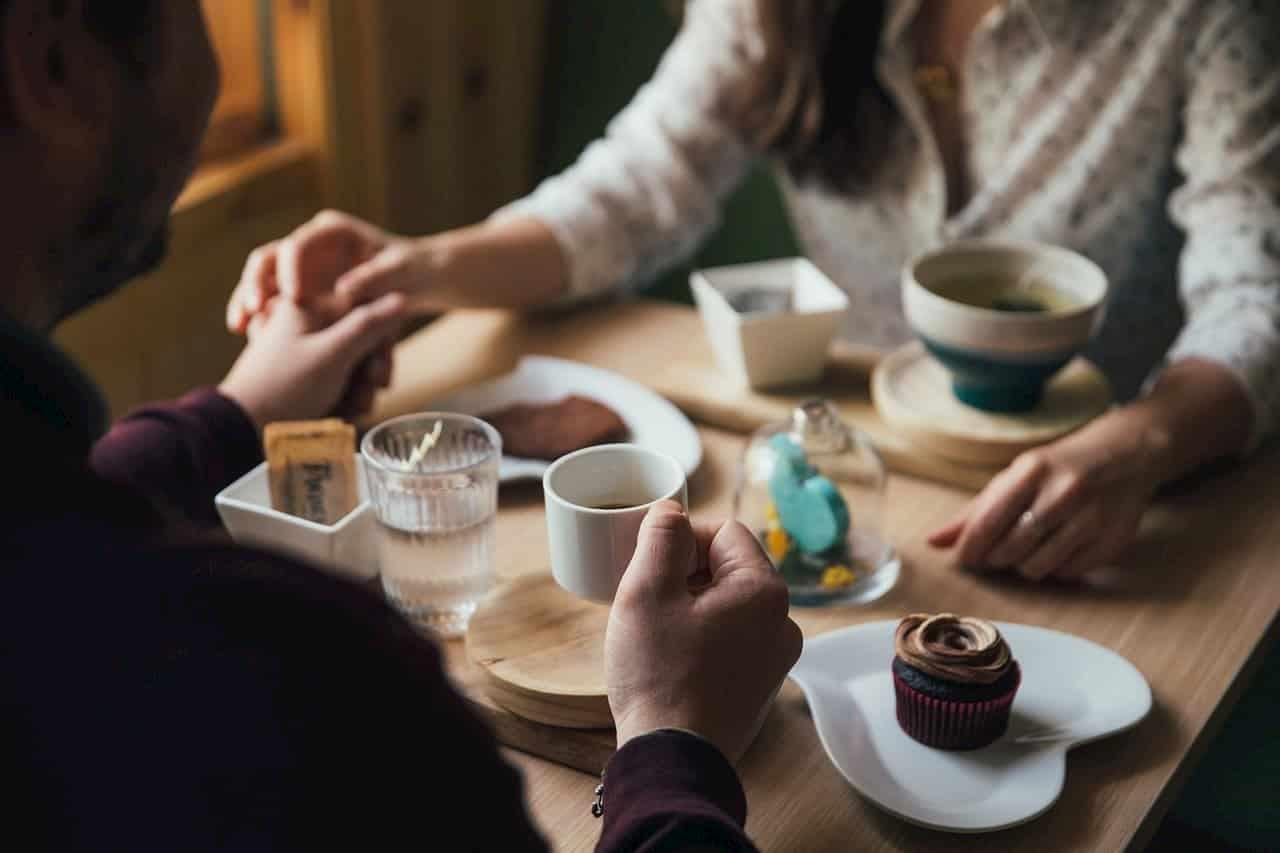 家族や恋人、友人など大切な人と食事にいく